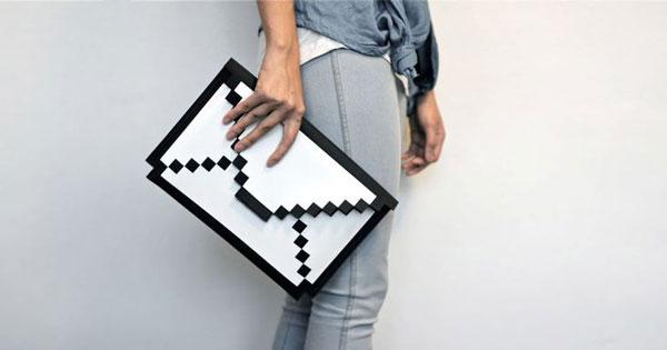 1.-8Bit-iPad-holder